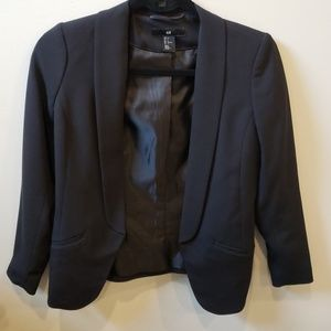 H&MBlack fitted blazer. Slim fit. Size 2